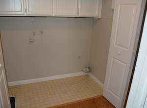 987 Main Street , Roseville, CA, 95874 Listing: Laundry Room Photo by Real Estate Agent